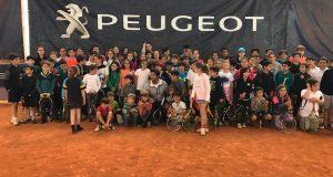 La imagen del domingo: Verdasco, protagonista solidario en el clinic de Peugeot y Ciudad de la Raqueta