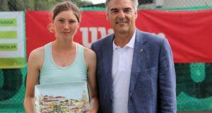 La imagen del martes: Cristina Bucsa sube su primer peldaño en el tenis profesional